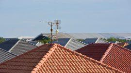 Czy anteny na dachach budynkow wymagaja ochrony przed piorunami