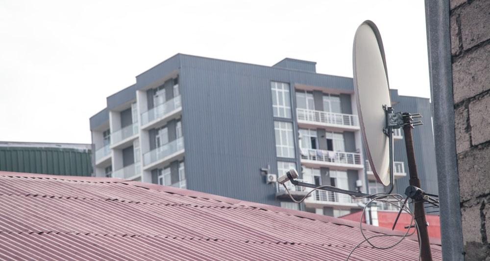 powodow dla ktorych warto skorzystac z profesjonalnego montazu anten satelitarnych